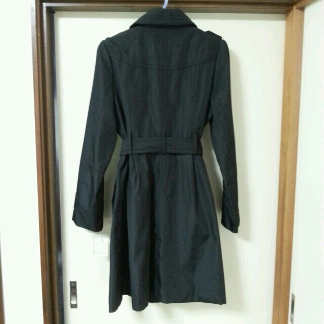 お値下げ!黒のトレンチコート(タグ付) レディースのジャケット/アウター(トレンチコート)の商品写真