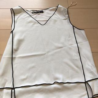 ザラ(ZARA)のタンクトップ ノースリーブ シャツ(シャツ/ブラウス(半袖/袖なし))