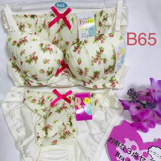 【送料込み】B65 M M  お得な3点セット ブラジャーとショーツ 白の花柄(ブラ&ショーツセット)