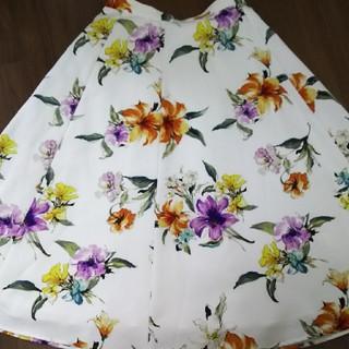ジャスグリッティー(JUSGLITTY)のジャス 水彩フラワースカート(ひざ丈スカート)