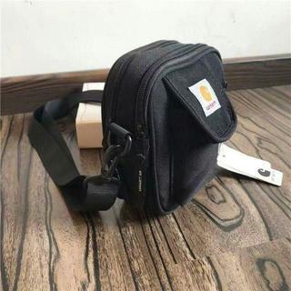 カーハート(carhartt)のCARHARTT WIP ブラック ショルダーバッグ(メッセンジャーバッグ)