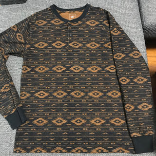 ギャップ(GAP)のGAP ロング tシャツ ギャップ  メンズ  長袖 ネイティブ柄(Tシャツ/カットソー(七分/長袖))