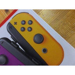Nintendo Switch - 新型? Joy-Con (R)ネオンオレンジ Joy-conストラップ黒 右