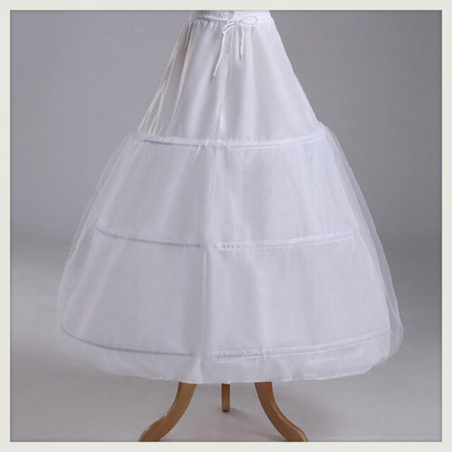 花嫁ドレス☆ 定番 3段フリル ボリューム パニエ レディースのフォーマル/ドレス(ウェディングドレス)の商品写真