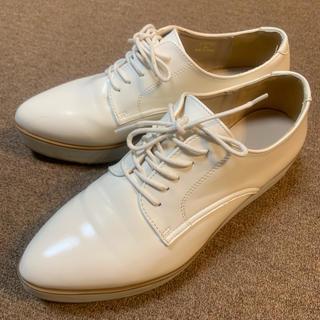 ジーユー(GU)のGU ポインテッドオックスフォードシューズ ホワイト XL(ローファー/革靴)