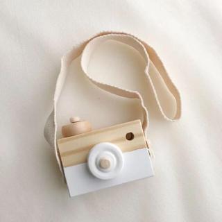 familiar - 新品/優しいカラーのベビートイ 木のカメラ