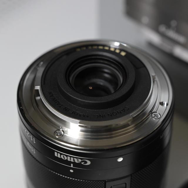 Canon(キヤノン)の※専用※EF-M 11-22mm f/4.5-5.6 IS STM フード付き スマホ/家電/カメラのカメラ(レンズ(ズーム))の商品写真