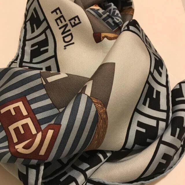 FENDI(フェンディ)のフェンディ スカーフ 大判 シルク  大胆お値下げ!!!ホース&ズッカ柄 レディースのファッション小物(バンダナ/スカーフ)の商品写真