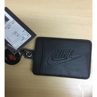 ナイキ(NIKE)のナイキ パスケース カード入れ 黒生地 新品 未使用 送料込 タグ付き (名刺入れ/定期入れ)