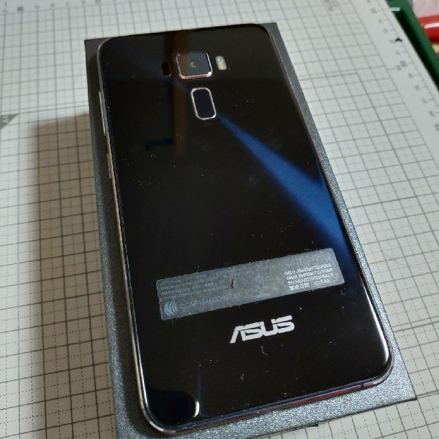 ASUS(エイスース)のASUS Zenfone 3 ZE552KL ジャンク スマホ/家電/カメラのスマートフォン/携帯電話(スマートフォン本体)の商品写真