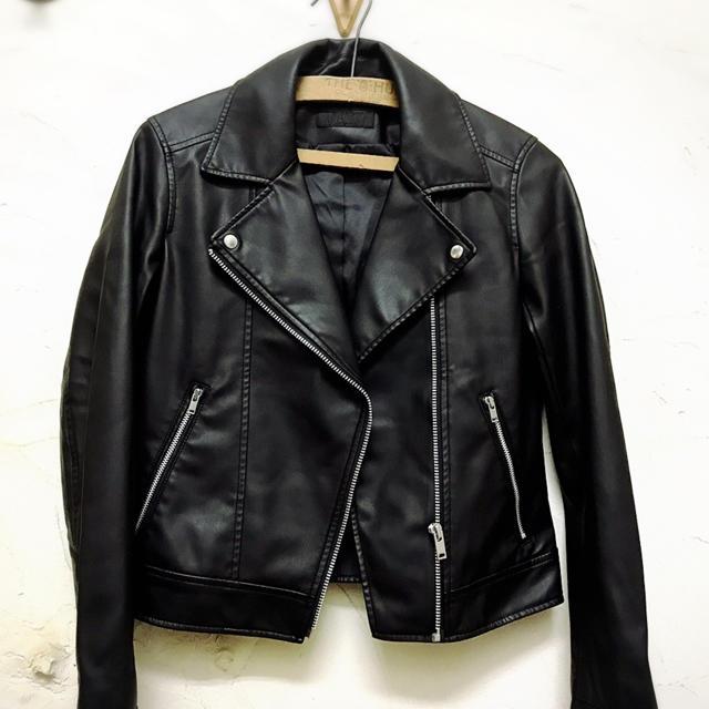 UNIQLO(ユニクロ)の試着のみ☆ユニクロ フェイクレザージャケット☆XS レディースのジャケット/アウター(ライダースジャケット)の商品写真
