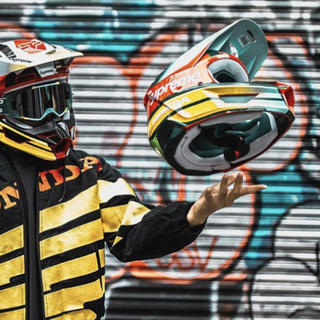 シュプリーム(Supreme)のSupreme HONDA Fox Racing V1 Helmet(ヘルメット/シールド)