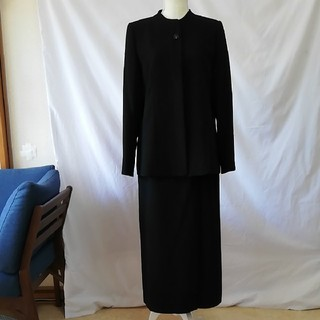 美品ブラックフォーマル3点セットアップスーツ、サイズ11号。(スーツ)
