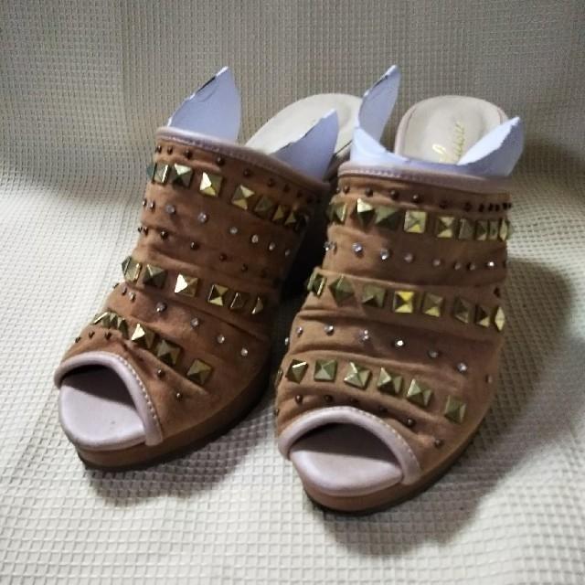 スタッズ使いのサンダル 茶 レディースの靴/シューズ(サンダル)の商品写真