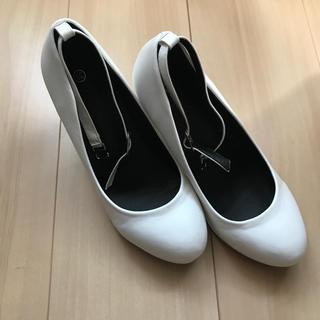 白パンプス(ハイヒール/パンプス)