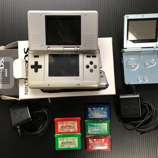 ゲームボーイアドバンス(ゲームボーイアドバンス)のゲームボーイアドバンス、DS、アドバンス用ソフト5本、充電用ACアダプター(携帯用ゲーム機本体)