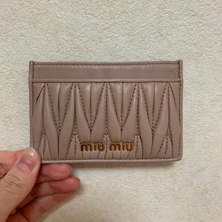 miumiu - マトラッセ カードケース