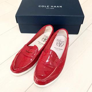 コールハーン(Cole Haan)のコールハーン 23.5 赤 レッド エナメル 革靴 パンプス(ローファー/革靴)