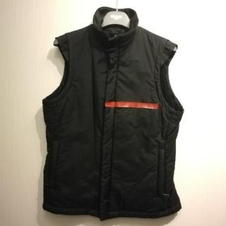 プラダ(PRADA)のプラダスポーツ 中綿入りベスト 黒 スポーティー 赤ロゴ 希少42(ベスト)