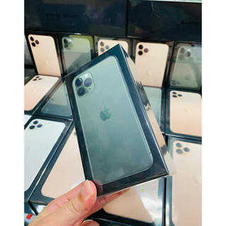 アイフォーン(iPhone)のナビ様の iphone 11 pro max 256Gb(携帯電話本体)