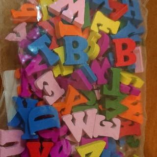 新品 木製 英語 約200ピース アルファベット モンテッソーリ パズル