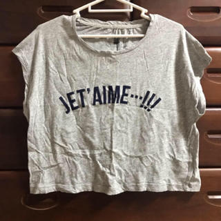 ジーユー(GU)のジーユー ロゴ ショート丈 トップス(Tシャツ(半袖/袖なし))