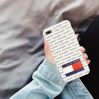 TOMMY HILFIGER - お洒落なデザイン  iPhoneケース 白