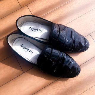 レペット(repetto)のrepetto マイケル エナメル 黒 ローファー パンプス(ローファー/革靴)