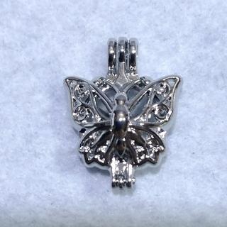 ちょうちょのアロマペンダント(ポンポン20個付)ネックレスの長さ45cm(ネックレス)