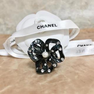 シャネル(CHANEL)の正規品 シャネル 指輪 フラワー ブラック ラインストーン パール 花 リング(リング(指輪))