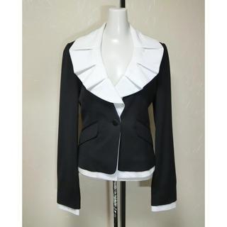 ビーシービージーマックスアズリア(BCBGMAXAZRIA)のBCBG マックスアズリア 黒いジャケットに白いブラウスの長袖ジャケット XS(テーラードジャケット)