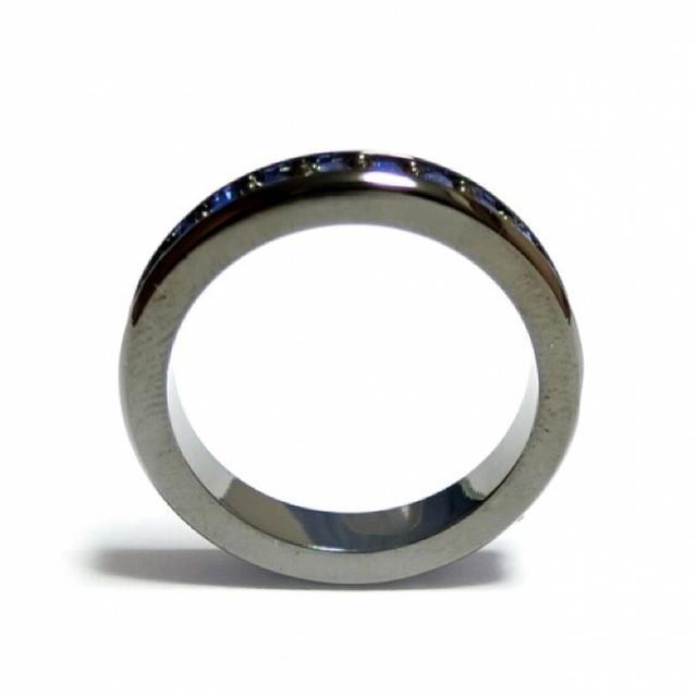 17号 スワロフスキー フルエタニティ サファイア ガンメタリング レディースのアクセサリー(リング(指輪))の商品写真