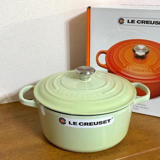 ルクルーゼ(LE CREUSET)の【未使用】ル・クルーゼココットロンド シグニチャー22cm ワサビ(鍋/フライパン)