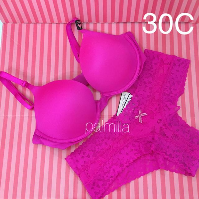 Victoria's Secret(ヴィクトリアズシークレット)の【新品】ヴィクトリアシークレット ブラ&ショーツ セット レディースの下着/アンダーウェア(ブラ&ショーツセット)の商品写真