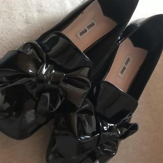 ミュウミュウ(miumiu)のミュウミュウ(ローファー/革靴)