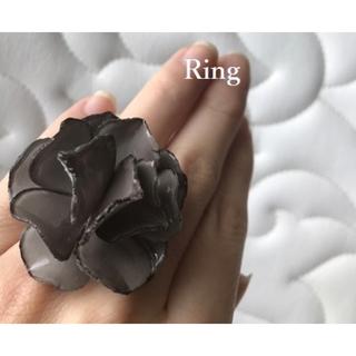 ルビーリベット(Rubyrivet)の新品 フラワーリング ♡ ルビーリベット で購入♡ グレー(リング(指輪))