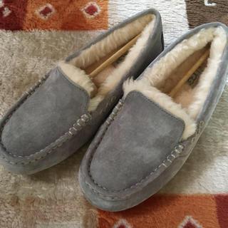 アグ(UGG)のUGG モカシン アンスレー グレー(ローファー/革靴)