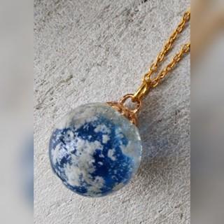 レジン 球体 ネックレス 青い空(ネックレス)