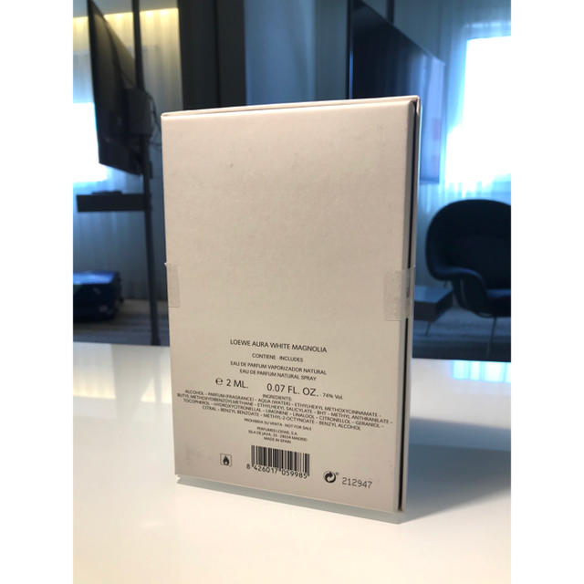 LOEWE(ロエベ)のロエベ アウラ ホワイトマグノリア EDP 2ml サンプルセット 新品・未使用 コスメ/美容の香水(香水(女性用))の商品写真