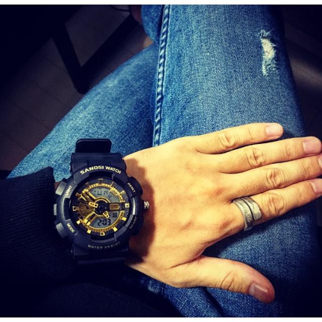 G-SHOCK(ジーショック)の■ビックケース 腕時計 / ブラック&ゴールド■ メンズの時計(腕時計(デジタル))の商品写真