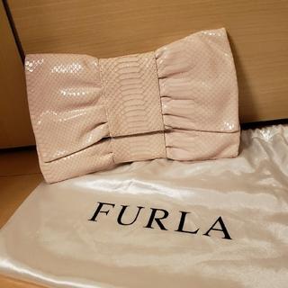 フルラ(Furla)の美品 FURLA りぼんクラッチバッグ(クラッチバッグ)