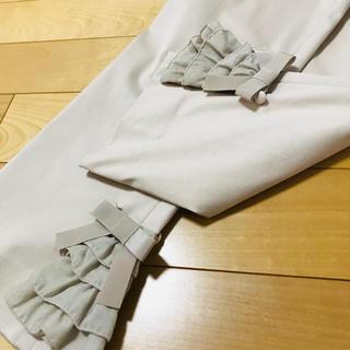 エムズグレイシー(M'S GRACY)のエムズグレイシー   ベージュパンツ 40  裾フリル(カジュアルパンツ)