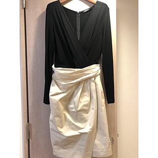 ダナキャランニューヨーク(DKNY)の☆新品☆DKNY 黒カットソー&オフホワイトサテンスカート切替ワンピース6号(ひざ丈ワンピース)