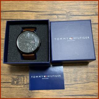 トミーヒルフィガー(TOMMY HILFIGER)のTommy Hilfiger 黒のトリコロール針時計 5日間使用の美品(腕時計(アナログ))