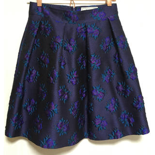 サクラ(SACRA)のlaula フラワージャガードスカート(ひざ丈スカート)