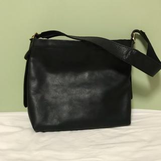 イルビゾンテ(IL BISONTE)のSLOW rubono ショルダーバッグ BLACK(ショルダーバッグ)