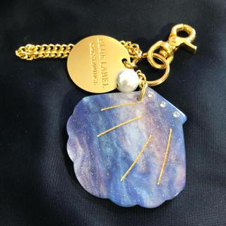 バーバリーブルーレーベル(BURBERRY BLUE LABEL)のBLUE LABEL貝殻ミラーチャーム(キーホルダー)