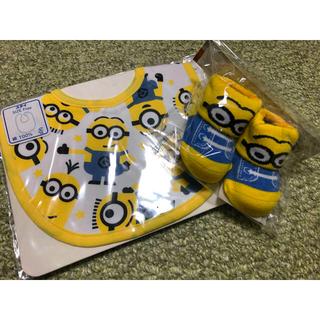 ユニバーサルスタジオジャパン(USJ)のミニオンスタイ&靴下セット(ベビースタイ/よだれかけ)