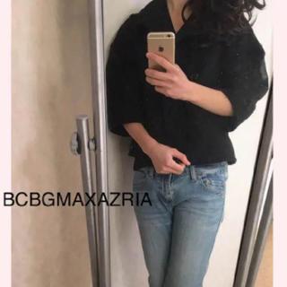 ビーシービージーマックスアズリア(BCBGMAXAZRIA)のボリューム袖 ジャケット 黒 ショート丈(テーラードジャケット)