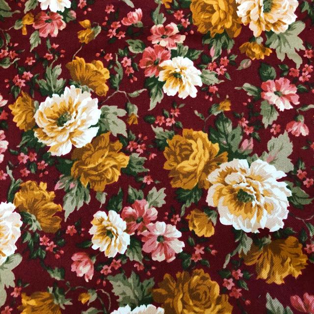 ハギレ 110×100㎝ バラ柄 赤 ハンドメイドの素材/材料(生地/糸)の商品写真